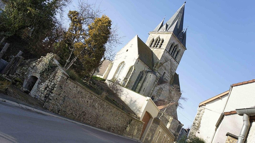 Église st-Lié de Villedommange, vue prise depuis le village.