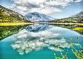 Τα Βαρδούσια καθρεπτίζονται στην Λίμνη του Μόρνου.jpg