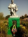 Братська могила радянських воїнів, що загинули у вересні 1943р. та воїнів, що померли від ран у евакогоспіталях №4558 Куликівка 02.jpg