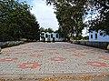 Братська могила у селі Кіровка, загальний вигляд меморіалу від входу.JPG