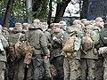 Военнослужащие Российской армии с вещевыми мешками.JPG