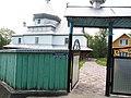 Вхідна брама до Миколаївської церкви.jpg