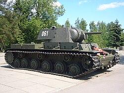 КВ-1 у диорамы «Прорыв блокады Ленинграда». Вид спереди-справа.JPG