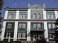 Фрагмент головного фасаду колишньої синагоги.jpg