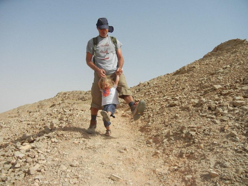 אב ובן יורדים את הר לבן