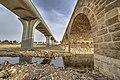 ישן מול חדש.הגשר הטורקי מעל נחל באר שבע ולידו גשר חדש.jpg