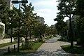 多摩センター付近の団地を通り抜ける遊歩道.jpg