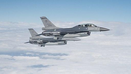 01.07 總統專機升空後,空軍派遣4架F-16及2架IDF戰機護航 (31787978550)