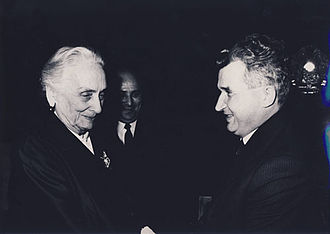 Dolores Ibárruri - Dolores Ibárruri with Nicolae Ceaușescu during a visit to Bucharest, 1972