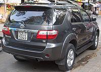 2008-2010 Toyota Fortuner, first generation, rear view.jpg