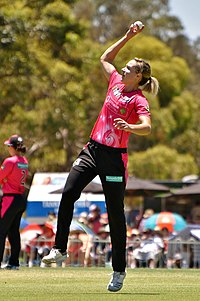 Perry playing for the Sydney Sixers in 2019