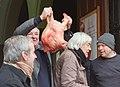 20200117 111026 Naamfeest van Sint Antoon Abt Verkoop per opbod van vleeswaren, onder andere een varkenskop (cropped).jpg