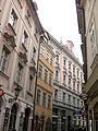 249 Ulice Karlova, cases de la Serp Negra i les Sabates Blanques i palau Kokořov.jpg