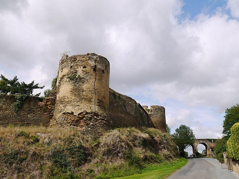 Les remparts du château.
