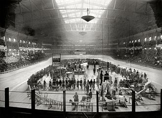 Six-day racing - A six-day race at Madison Square Garden II in December 1908