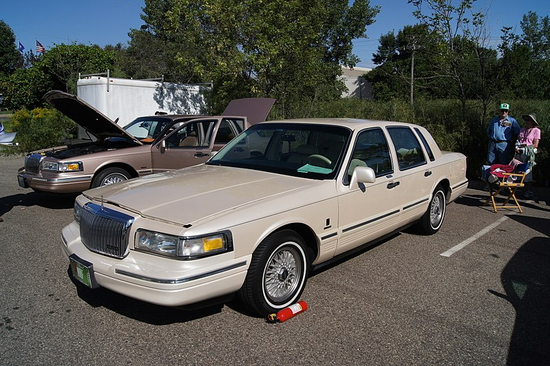 File 96 Lincoln Town Car 7811367938 Jpg