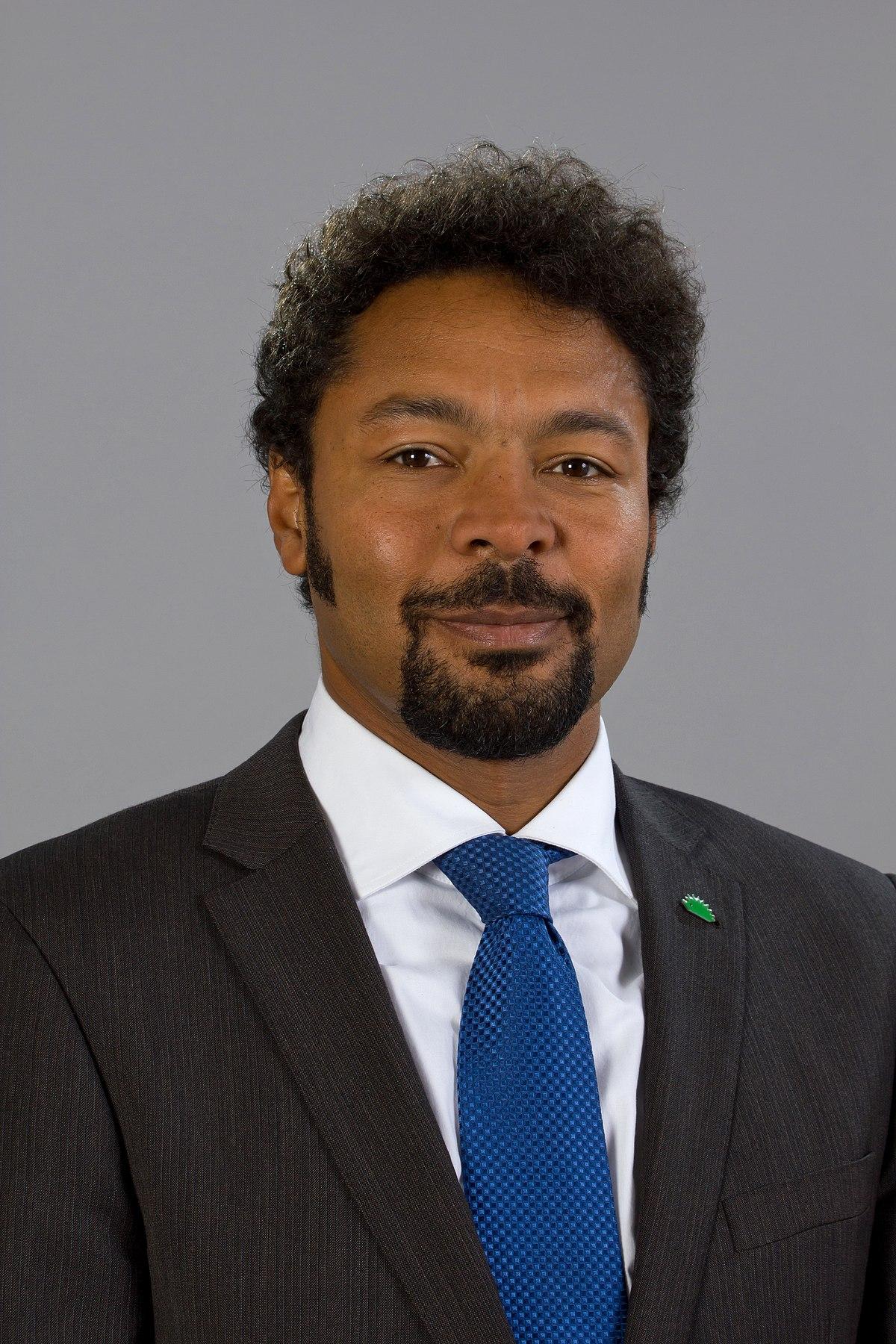 Bola Olalowo - Wikipedia