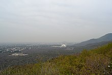 A view of Faisal Mosque, Islamabad from Daman-e-koh.JPG