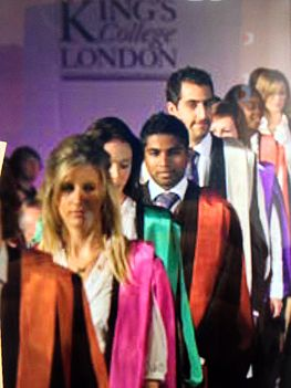 Graduation procession of King's College London, one of the founding colleges of the University of London, showcasing the academic dresses created by globally-renowned fashion designer Vivienne Westwood during the Summer 2008 graduation. Academic dress KCL.jpg