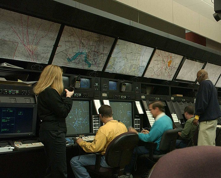 File:Air traffic controllers at the Washington ARTCC.jpg