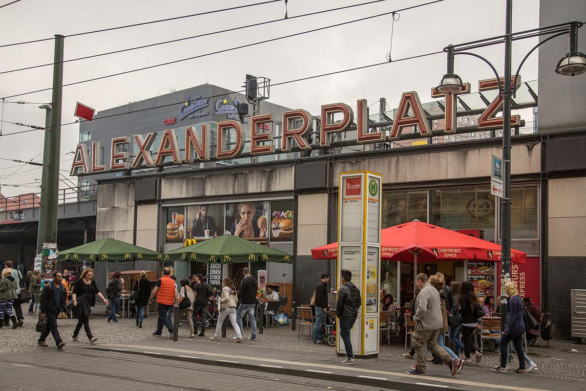 Alexanderplatz (15372636712).jpg