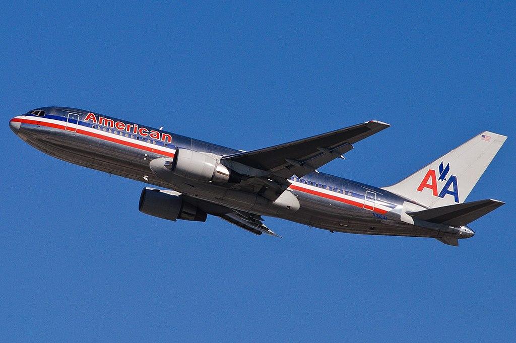 File American Airlines N335aa 8352196734 Jpg
