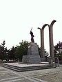 Ansamblul statuar al Victoriei de la Tișița (1917), vedere sud - est.JPG