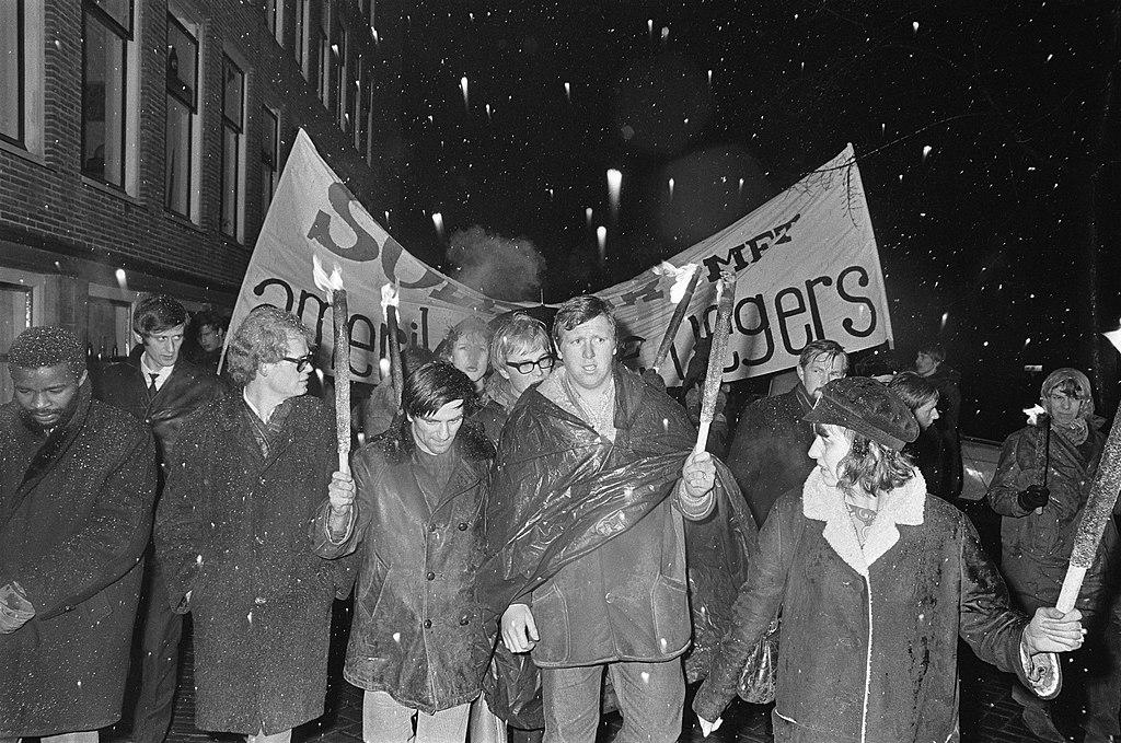 Anti Amerikaanse demonstratie in Amsterdam, Bestanddeelnr 921-1002.jpg