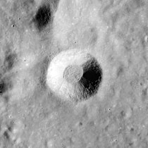 Aratus crater AS15-M-1134.jpg