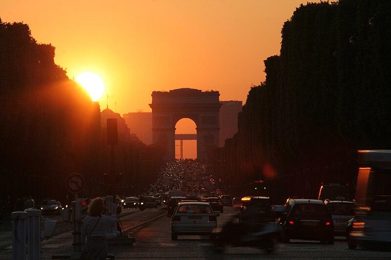 http://upload.wikimedia.org/wikipedia/commons/thumb/8/8c/Arc_de_Triomphe_(Paris)_-_Sunset_-_2008-05-06-19-56-02.jpg/800px-Arc_de_Triomphe_(Paris)_-_Sunset_-_2008-05-06-19-56-02.jpg