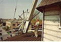 Arie Berkhout trekt de kleppen open 1974.jpg