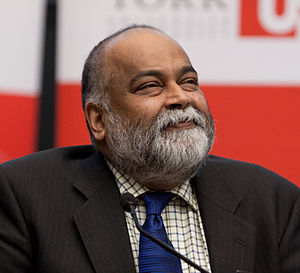 English: Arjun Appadurai listens to an audienc...