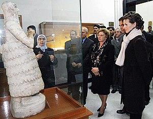 Asma al-Assad - Assad and the First Lady of Brazil, Marisa Letícia Lula da Silva, in the National Museum of Damascus, 3 December 2003