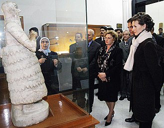 Marisa Letícia Lula da Silva - Marisa Letícia with Syrian First Lady Asma al-Assad at the National Museum of Damascus in 2003.