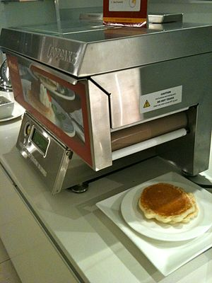 Pancake machine - Image: Automatic pancake machine! (4828960627)