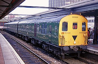 British Rail Class 205 - 205029 in BR green livery at Reading in 1992