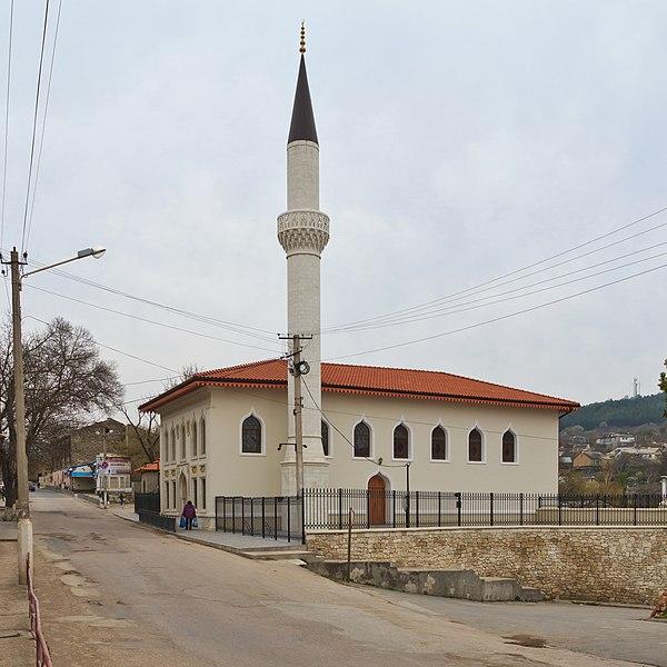 Мечеть Орта-Джамі у Бахчисараї. Автор фото — A.Savin [CC-BY-SA-3.0]. Якісне зображення Вікісховища