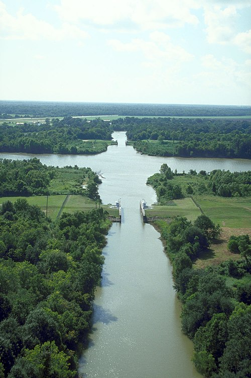 Looking down the Bayou Teche to its intersection with the Wax Lake outlet near Patterson, Louisiana. Bayou Teche and Atchafalaya River.jpg