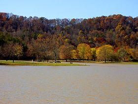 Озеро Бич-Форк в парке Бич-Форк, Западная Виргиния