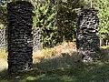 Bergslagssafari 120915 Brattfors kolhusruiner.jpg