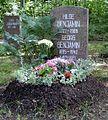 Berlin Friedrichsfelde Zentralfriedhof, Pergolenweg - Benjamin.jpg