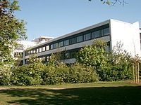 Bertolt-Brecht-Gymnasium München in summer.jpg