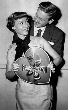 Beverly Wills Tom Peters I Naimisissa Joan 1954.JPG