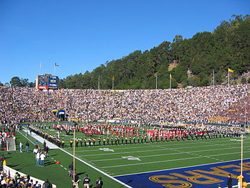Description de l'image Big Game 2004 Cal and Stanford Bands 1.jpg.