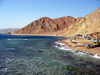 Blue Hole (Red Sea) - Beach and surface of the water at Blue Hole