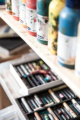 Blurred art supplies (Unsplash)