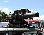 Bombeiros de Vigo manipulando un TOW da BRILAT durante unha exhibición.JPG
