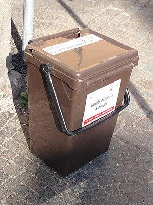 Deutsch: Bozen-Bolzano — Bioabfalltonne {| cel...