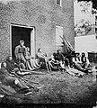 Brady, Mathew B. - Verwundete der Union bei Fredericksburg (Zeno Fotografie).jpg