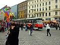 Brno, Náměstí Svobody, tramvaj a trhy.JPG